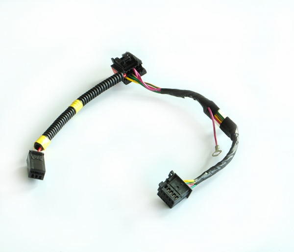 Car steering wheel, horn harness